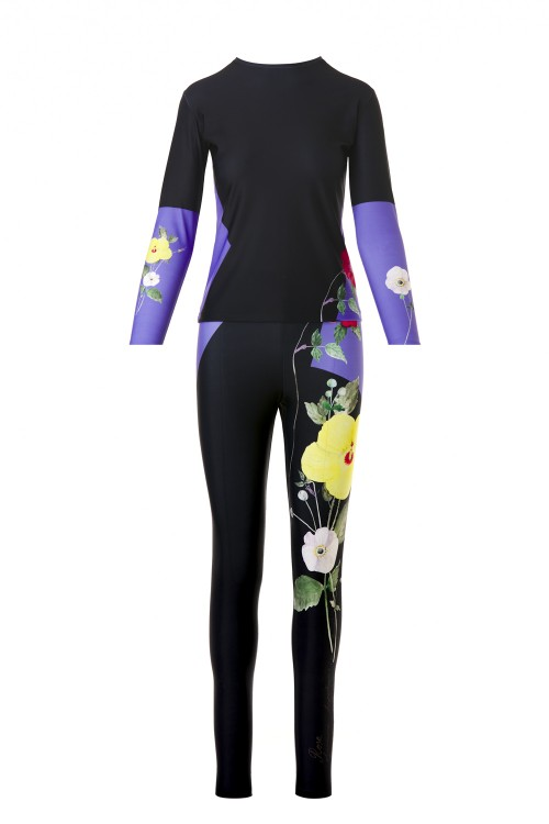 Printed jumpsuit with flowers illustrations and purple gloves