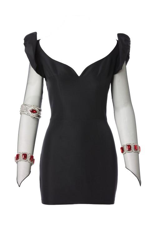 Short dress with bracelets